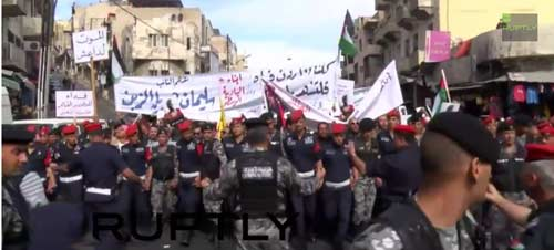 Death to Isis: March in Jordan calling for revenge for burning alive of pilot